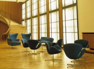 La Swan chair nell'area lounge del Royal SAS di Copenaghen.