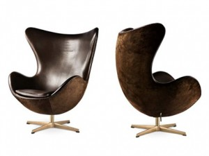 La versione della Egg chair nella versione realizzata per celebrarne i 50 anni.