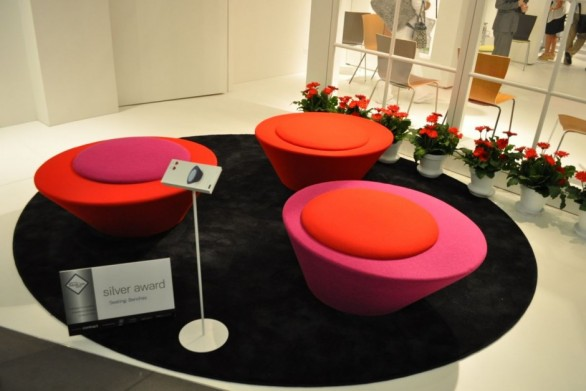 Pluto Bench presentata nel 2010 a Chicago alla alla fiera NeoCon di Chicago.