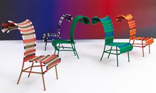 Multired, Multigreen, Supercolor, Black & White, Plain Green. Vengono proposte tre diverse versioni, una con tre tonalità di verde e blu, una con rosso, arancione marrone e giallo e l'altra con marrone, bianco, rosa e verde. (Moroso)