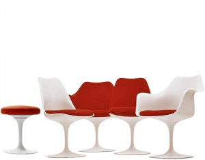Pedestal series, tutta la serie di sedute progettata da Saarinen tra 1955-1956.