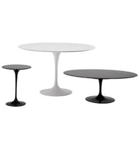 I tre tavoli della serie Piedistallo: tavolo da  pranzo, laterale e tavolino da caffè di Eero Saarinen (Knoll International).