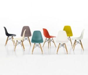 Vari colori della Eames plastic side chair - dowel leg.