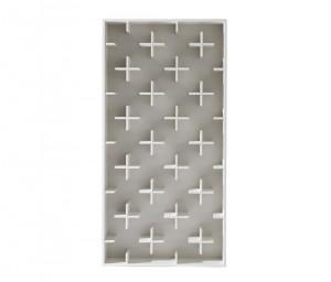 Target: una struttura a casse in fibra di legno arricchita da moduli di appoggio formati da piccole croci. (Arketipo)