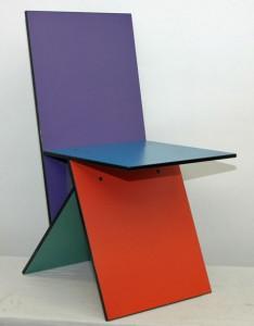 1993-1994: Disegna per Ikea la sedia è composta da quattro sezioni MDF avvitati ed è stato prodotto in due varianti di colore.