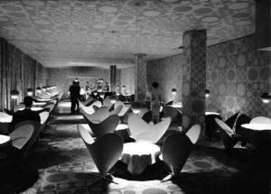 Interni sala del ristorante Astoria progettati da Verner Pantom.