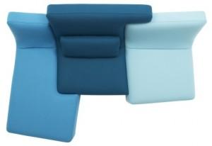 Incastri modulari delle postazioni singole del sofà che portano ad una unica seduta. (Ligne Roset)