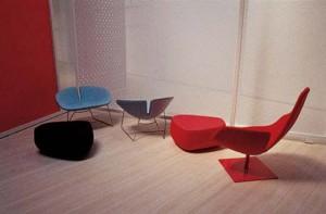 Fjord è una collezione di sedute per il contract: la poltrona relax, le poltroncine, gli sgabelli, i pouf. (Moroso)
