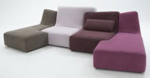 Confluence unisce le sedute in una unica composizione lineare e dinamica allo stesso tempo. (Ligne Roset)