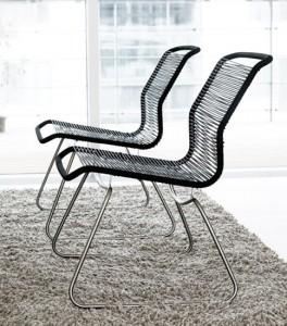 Uno dei primi prodotti del designer Verner Panton. La sedia Tivoli: seduta e schienale formano una sola unità, con telaio base separato in tondino di acciaio piegato. ponti verticale collegare la seduta / schienale con telaio di base.