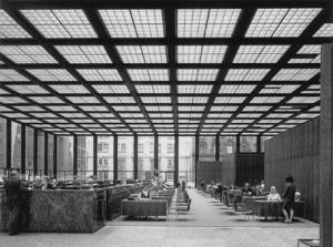 Interni della Neue Nationalgalerie di Berlino.