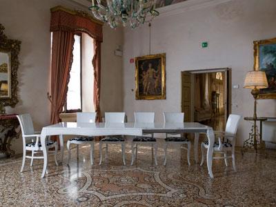 Sala da pranzo il tavolo arredativo design magazine - Tavolo antico con sedie moderne ...