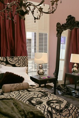 2153526-lusso-classico-muro-camera-da-letto-con-specchio