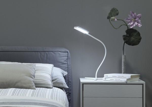 Camera da letto effetti con luce d 39 ambiente arredativo design magazine - Lampade per comodino letto ...