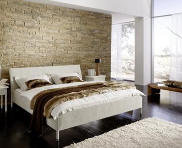 La pietra come testiera del letto arredativo design - Camera da letto con parete in pietra ...