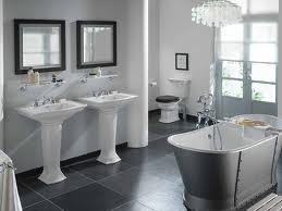 nella stanza da bagno i punti luce principali sono individuati nellilluminazione generale in genere risolta con una lampadario o una luce a soffitto in