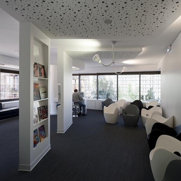 Spazi di lavoro le sale d 39 attesa arredativo design magazine for Dental office interior designs