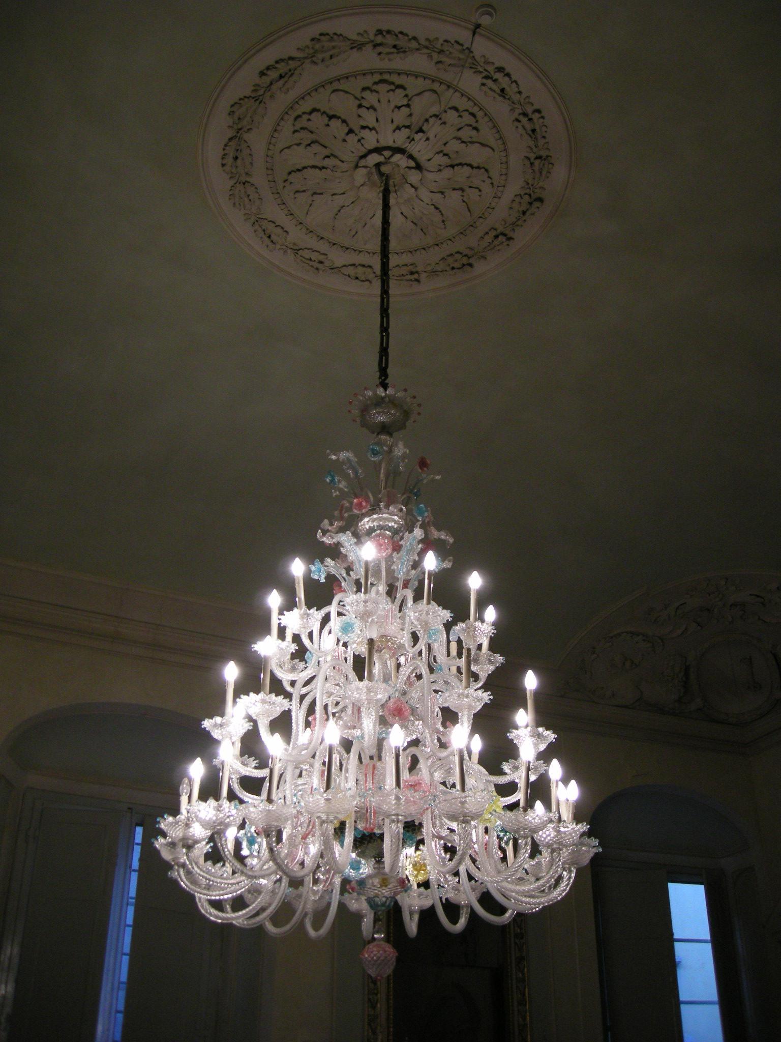 Salotto di design con il lampadario giusto - Arredativo ...