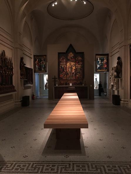 mus_e_des_arts_d_coratifs_unifor_table_au_km_jean_nouvel_design_photo_luc_boegly_lr