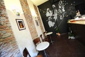 Il bel disegno su uno dei muri del Caffè La Roccia