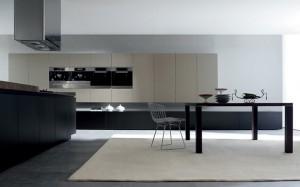 Elegante soluzione per Aura che offre la possibilità di vivere la cucina in modo dinamico.