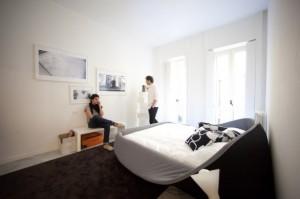Col-letto un letto design proposto nella versione del rivestimento grey. (Lago)