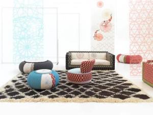 La collezione Sushi di cui oltre a Donut pouf fanno parte: Karmacoma sofa, Juju fauteuil,  Sushi seat, tappeto Spriocube e lampada Rontonton (Moroso)