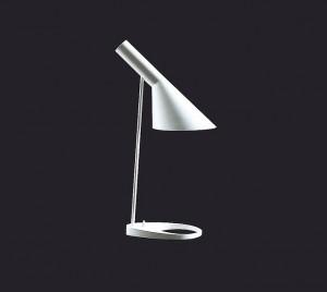 La lampada Lamp disegnata da Jacobsen ed ancora in produzione dalla ditta Poulsen.