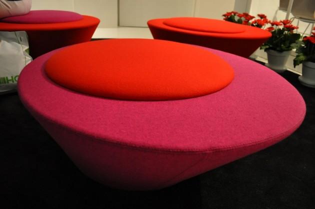I colori decisi e le forme importati di Pluto Bench posso contribuire a caratterizzare ad esempio un soggiorno