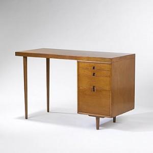 Organic Design: Scrivania di Eero Saarinen e Arnio Eames (1940).