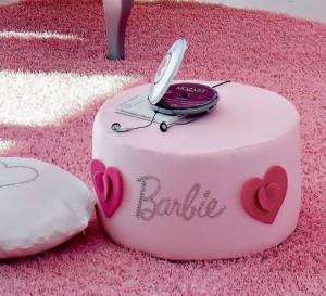 Il pouf della cameretta barbie Romantic uno degli accessori.
