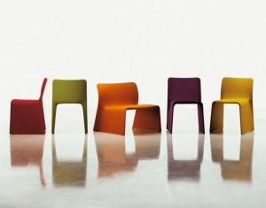 Glove chair due modelli della seduta e una ricca varietà di colori per i tessuti di rivestimento(Molteni&C).