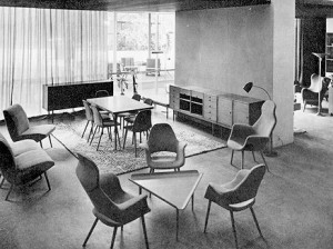 "Arredi progettati da Charles Eames ed Eero Saarinen per il concorso ""Organic Design in Home Furnishing"" indetto dal Museum of Modern Art, New York, 1941."