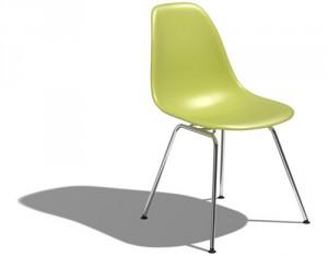 La Plastic Side Chair versione con 4 gambe in alluminio.