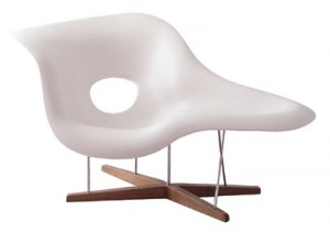 "La Chaise di Chrales e Ray Eames progettata nel 1948 ""International Competition for Low-Cost Furniture Design"