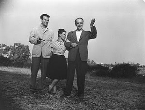 I coniugi Eames con John Entenza.