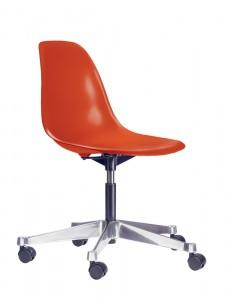La PSCC versione sedia girevole per ufficio della  Plastic Side Chair.