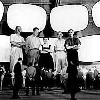 Charles e Ray Eames con i collaboratori nel modello della cupola di American National Exhibition.