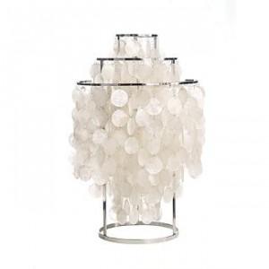 Una delle due versione da tavolo della lampada della serie FUN con dischi su tre frame anello di metallo. Disponibile con i dischi di metallo o di madre-perla. Montato sul telaio di metallo con anelli metallici di piccole dimensioni.