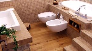 Pavimento in parquet per il bagno.
