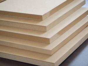 MDF pannello di fibra a media densità, è un derivato del legno della famiglia dei pannelli di fibra comprendenti tre categorie in base al processo impiegato e alla densità: bassa (LDF), media (MDF) e alta (HDF).