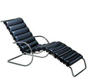 MR chaise-lounge con i braccioli.