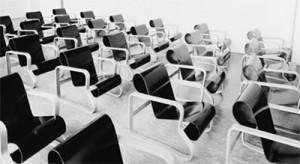 Serie di Paimio chairs in una foto d'epoca del Sanatorio.