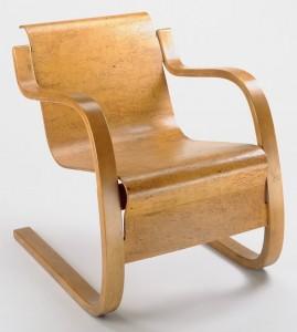 Armchair 42, poltrona a sbalzo di Aalto prodotta da Artek.