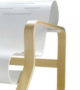 Particolare dei braccioli della curvatura Paimio chair versione bianca.