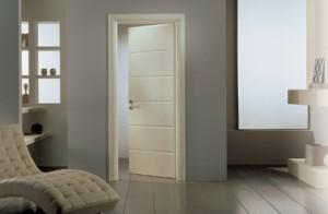 Porta in legno per interni laccata.