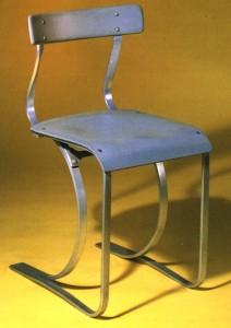 La sedia è chiamata, Modello n. 301. E 'realizzato in alluminio verniciato con una sedia dipinta e stampata in laminato.