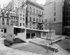 L'edificio costruito da Marcel Breuer per il Moma di New York.