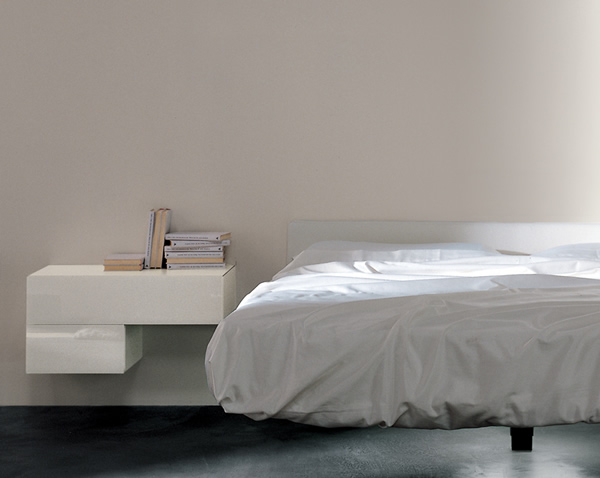 Accanto al letto il com arredativo design magazine for Componenti d arredo moderni