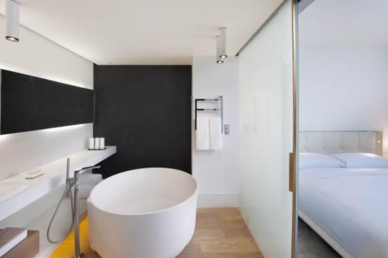 Bagno In Camera Design : Arredato casa di design camera da letto con vasca da bagno u foto